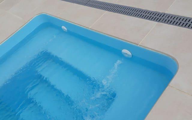 Escalera de la piscina prefabricada modelo atenas
